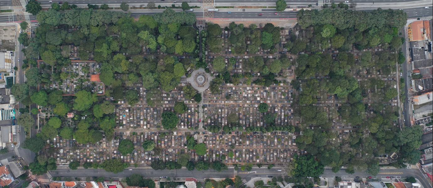 Habitando o cotidiano: espaço banal, lugar e território usado